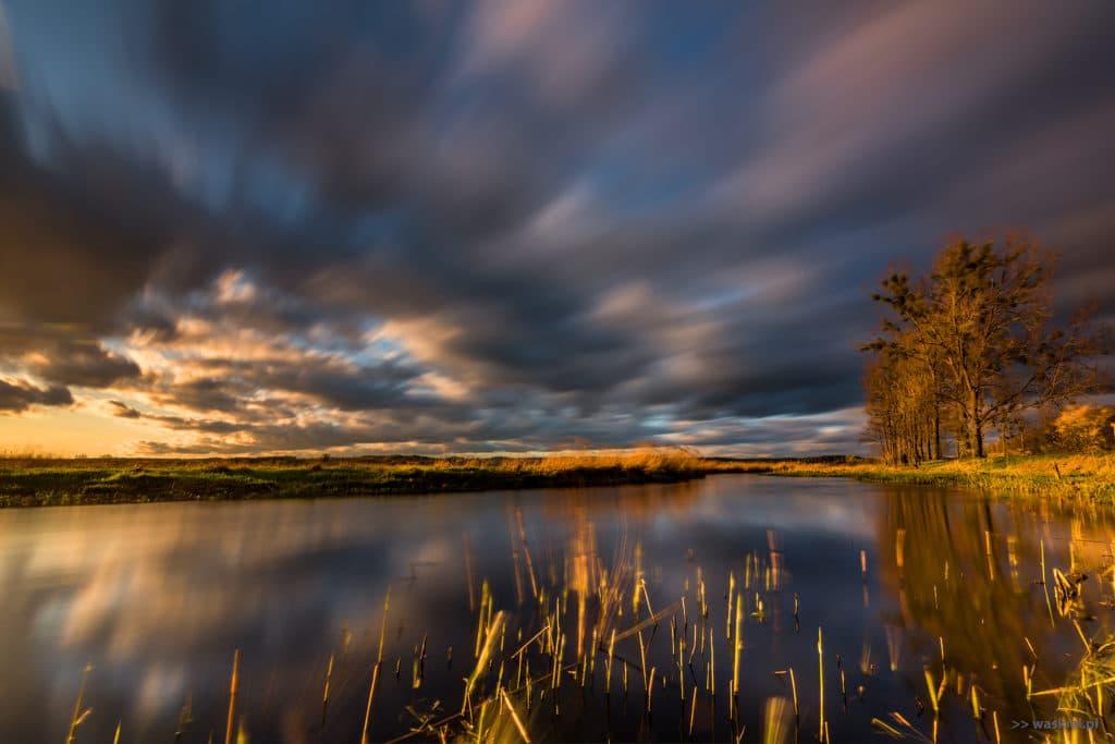 Zdjęcie przedstawiające wykorzystanie złotej godziny w fotografii polskiego krajobrazu.