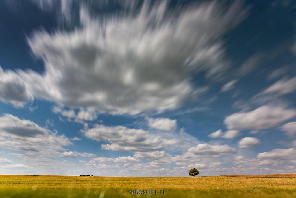 Zdjęcie przedstawiające, w czym pomaga filtr polaryzacyjny w fotografii.