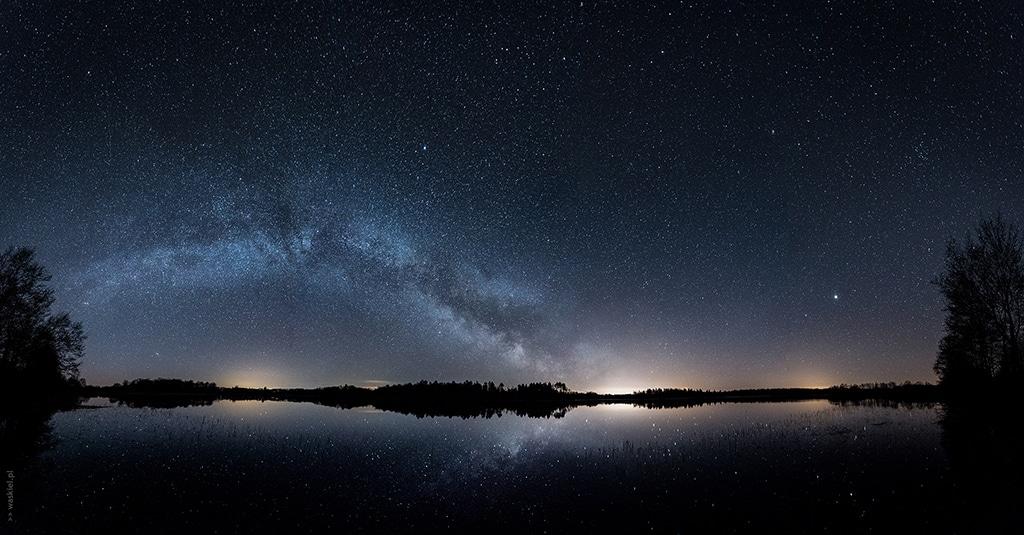 Zdjęcie przedstawiające jak wygląda fotografowanie gwiazd w mlecznej drodze w praktyce.