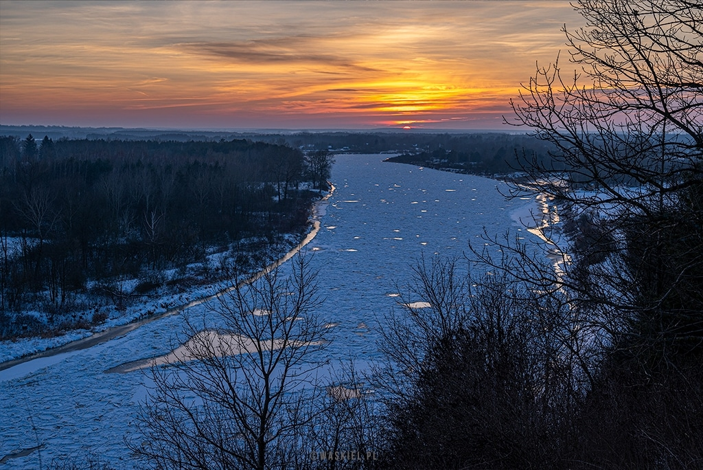 Obraz przedstawiający porady jak fotografować zimą.
