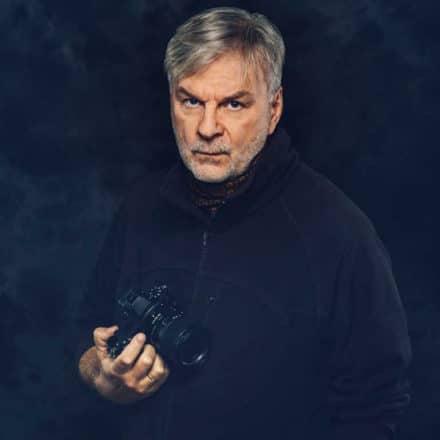 Obraz przedstawiający Marka Waśkiela autora bloga o fotografii.